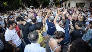 La manifestazione pro isola pedonale con Accorinti