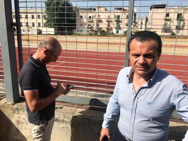 Il sindaco Cateno De Luca e il custode dell'ex Gil