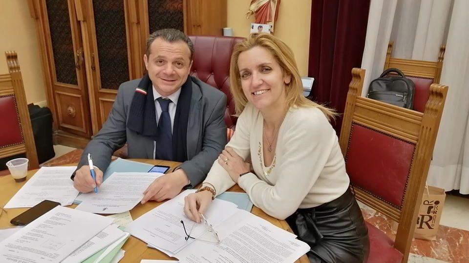 Il sindaco cateno De LKuca e l'assesorew giurista Dafne Musolino